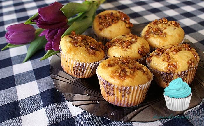 Muffiny z nutellą, miodem i orzechami włoskimi