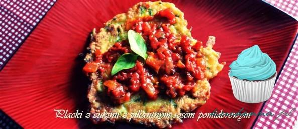 Placki z cukinii z pikantnym sosem pomidorowym