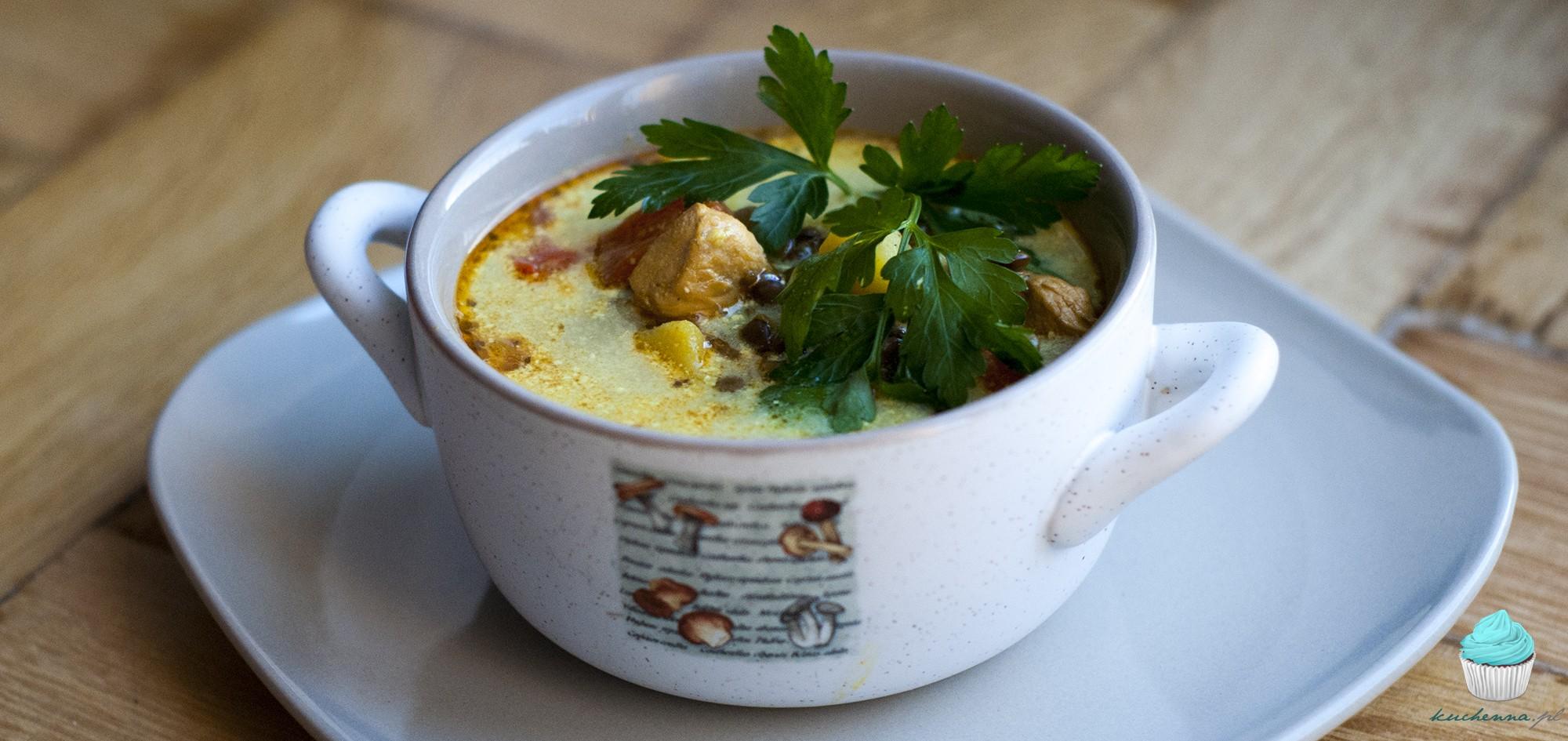 Zupa z kurczakiem, papryką i zieloną soczewicą