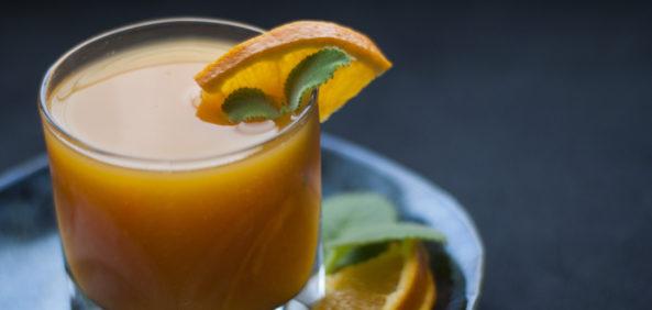 Napój z gotowanych pomarańczy i marchwi